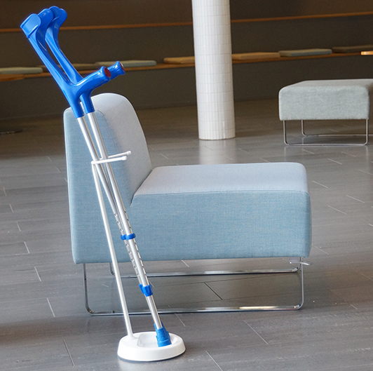 YSTAND floor stand for crutches next to the chair.